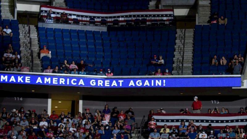 Comício de Trump no estádio BOK Center, em Tulsa, Oklahoma