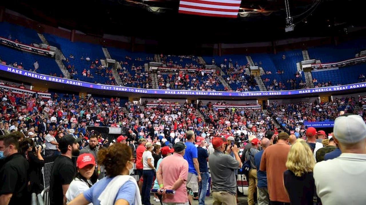 Trump discursa no estádio BOK Center, em Tulsa, Oklahoma