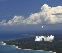 Nesta foto liberada pela agência Xinhua, o foguete Long March-5, que carrega a sonda Tianwen-1, durante lançamento no centro espacial Wenchang. Crédito: Guo Cheng/Xinhua via AP