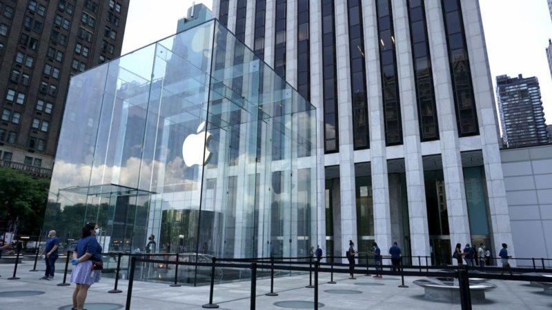 Loja da Apple na Quinta Avenida, em Nova Yorque, em 22 de junho de 2020.