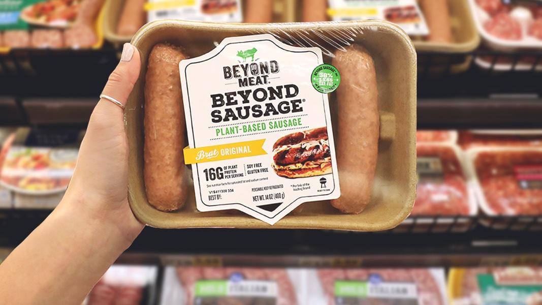 Embalagem da salsicha vegana da Beyond Meat. Crédito: Beyond Meat