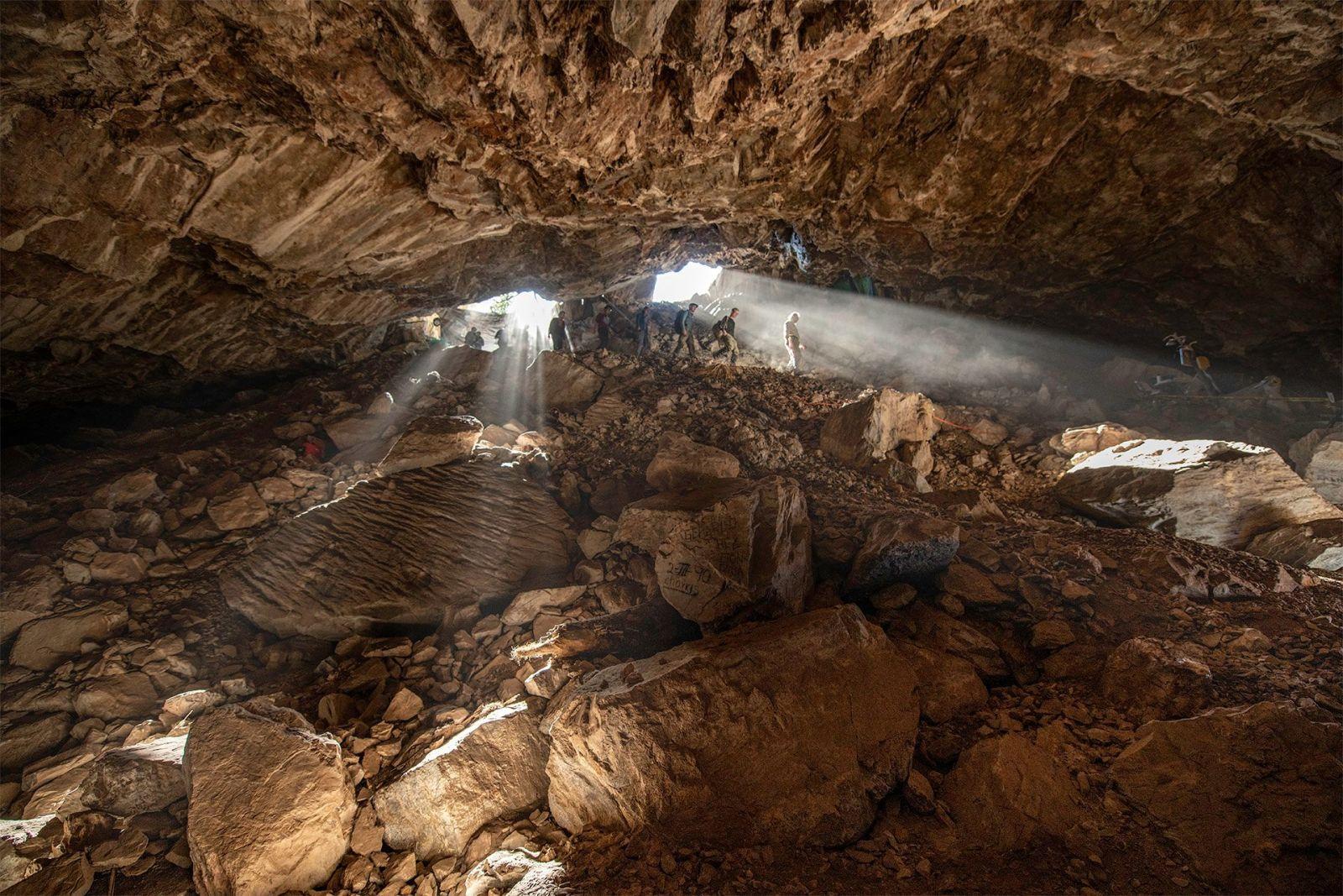 Equipe entra na caverna Chiquihuite. Crédito: Devlin A. Gandy