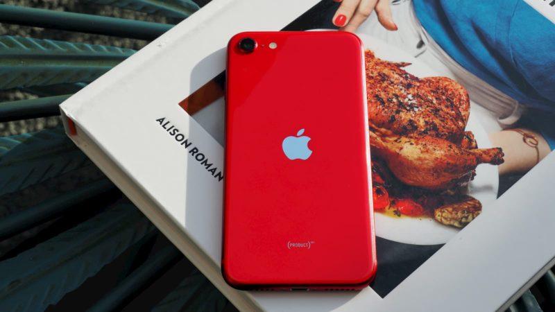 Traseira do iPhone SE 2020 vermelho