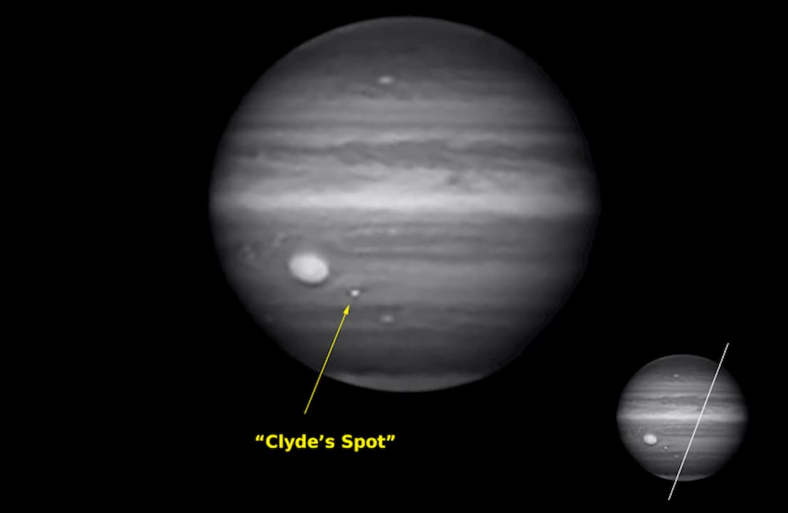 A nova mancha, descoberta pelo astrônomo Clyde Foster e vista através de um filtro sensível ao comprimento de onda do metano