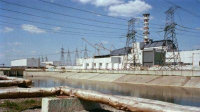 O reator nº 4 arruinado da usina nuclear de Chernobyl em 1987, cerca de 14 meses após o desastre.