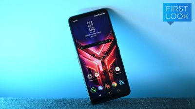 Smartphone Asus Rog Phone 3. Crédito: Sam Rutherford/Gizmodo