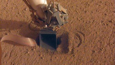 Sonda de fluxo de calor da Insight tentando perfurar solo em Marte