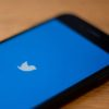 Smartphones com logotipo do Twitter na tela. Crédito: Getty Images