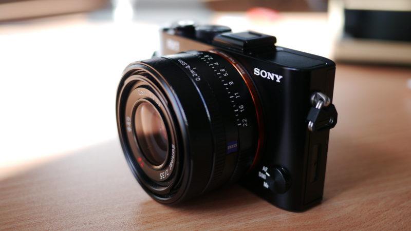 Câmeras da Sony podem ser usadas como webcam. Crédito: Kārlis Dambrāns/Flickr