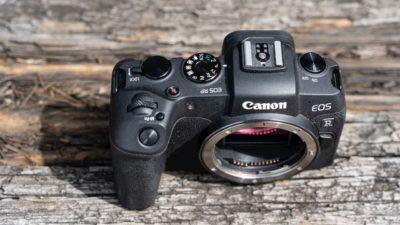 Corpo de uma câmera Canon EOS vista de cima