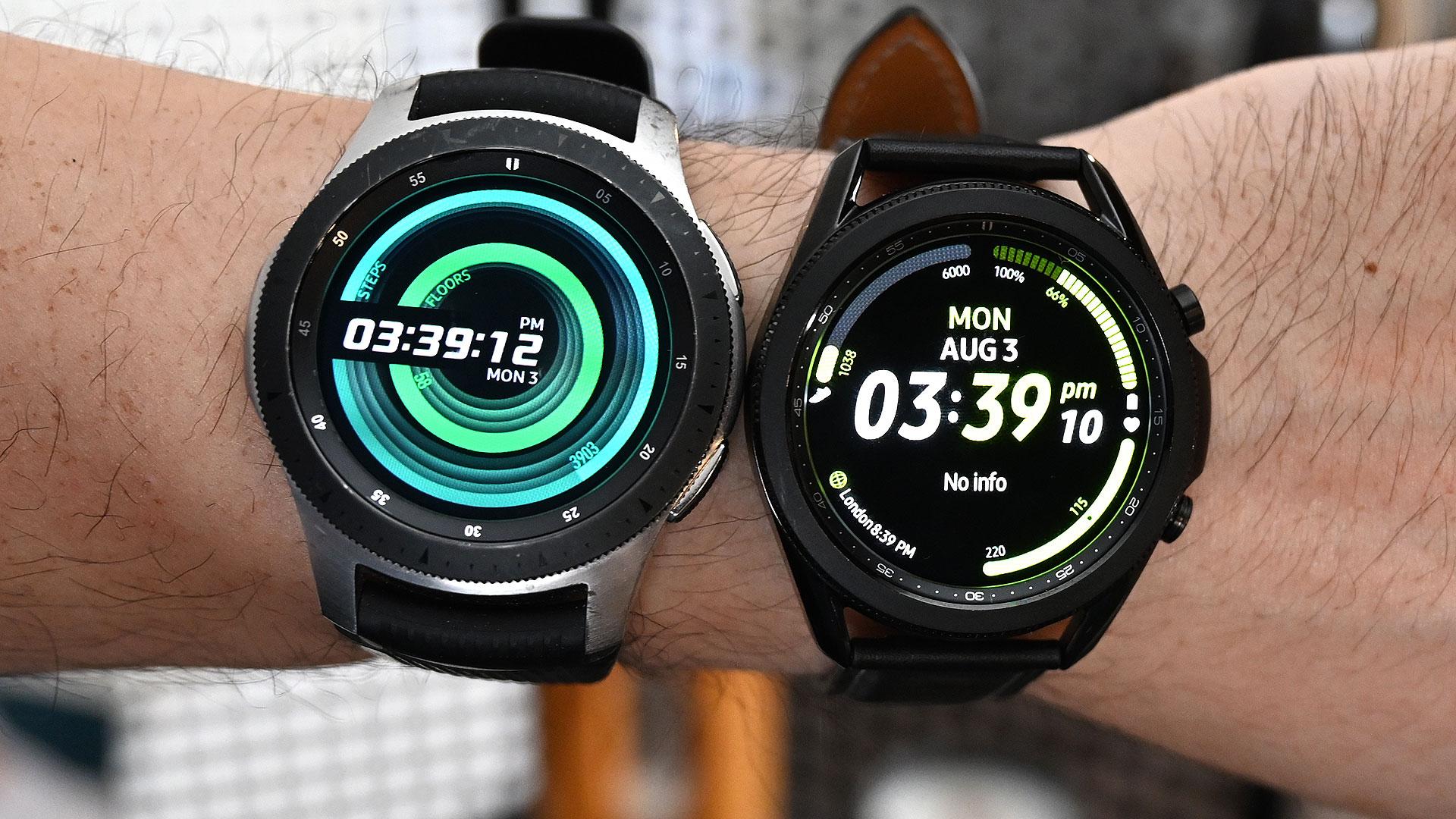 Os dois Galaxy Watch 3 de 41 mm e 44 mm. Crédito: Sam Rutherford/Gizmodo