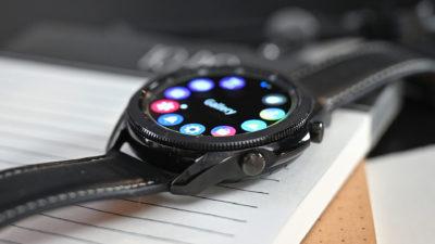 Galaxy Watch 3 manteve painel rotativo de modelos anteriores. Crédito: Sam Rutherford/Gizmodo