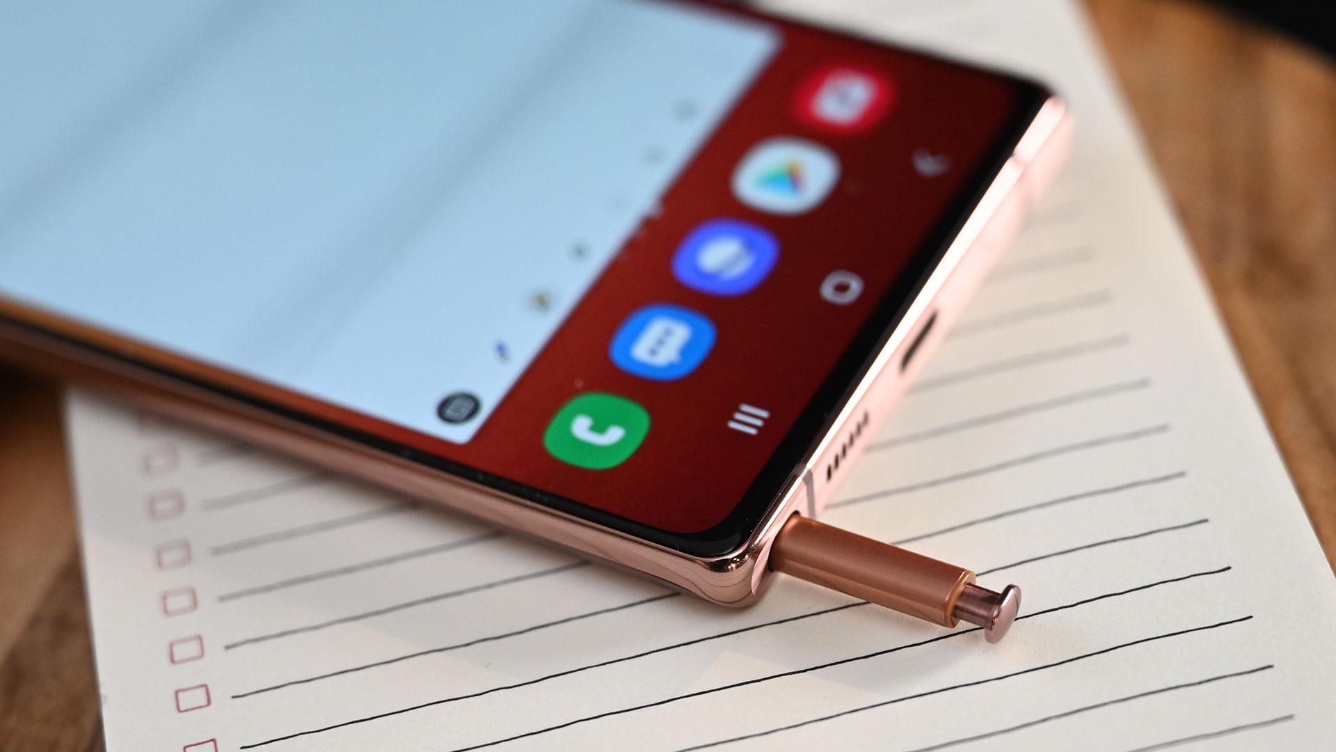 Detalhe da S Pen do Galaxy Note 20. Crédito: Sam Rutherford/Gizmodo