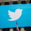 Logotipo do Twitter exibido em Wall Street. Crédito: Andrew Burton/Getty Images