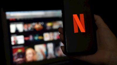 Smartphone com o logo da Netflix aberto