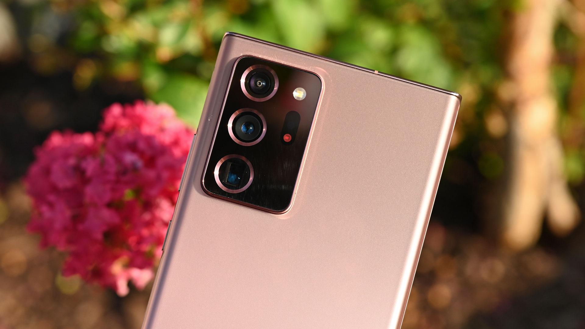Câmeras traseiras do Galaxy Note 20 Ultra. Crédito: Sam Rutherford/Gizmodo