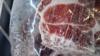 É possível se contaminar pelo coronavírus comendo carne? Imagem: Fred Tanneau/AFP (Getty Images)