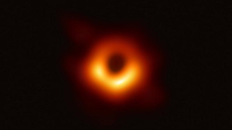 O buraco negro M87. Crédito: EHT Collaboration