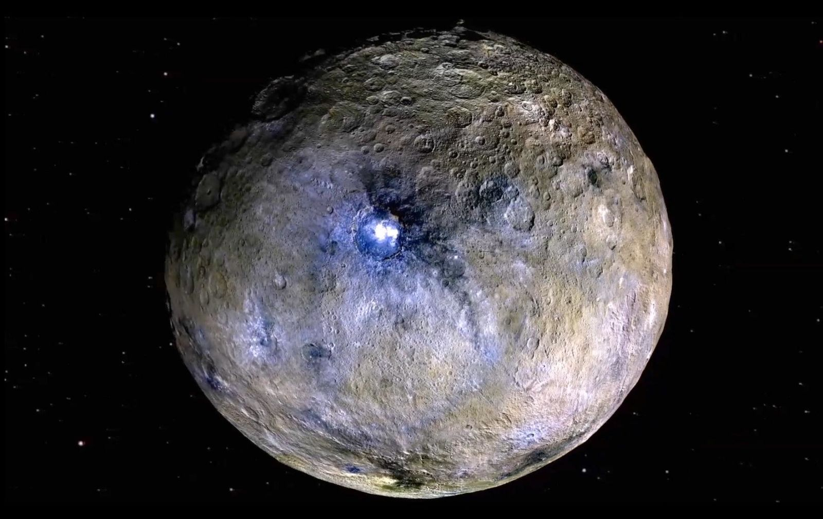 Planeta anão Ceres mostrado em cor falsa e sua cratera Occator brilhante. Crédito: NASA/JPL-CalTech/UCLA/MPS/DLR/IDAPlaneta anão Ceres mostrado em cor falsa e sua cratera Occator brilhante. Crédito: NASA/JPL-CalTech/UCLA/MPS/DLR/IDA