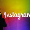 Pessoa tirando foto de logotipo do Instagram. Crédito: Josh Edelson/AFP (Getty Images)Josh Edelson/AFP (Getty Images)