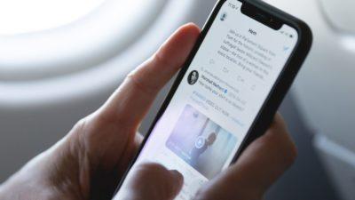 Twitter quer incentivar usuários a ler artigos. Crédito: Marten Bjork (Unsplash)