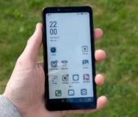 A Hisense lançou o primeiro smartphone com tela e-ink, mas isso e a bateria são as duas grandes baterias do aparelho