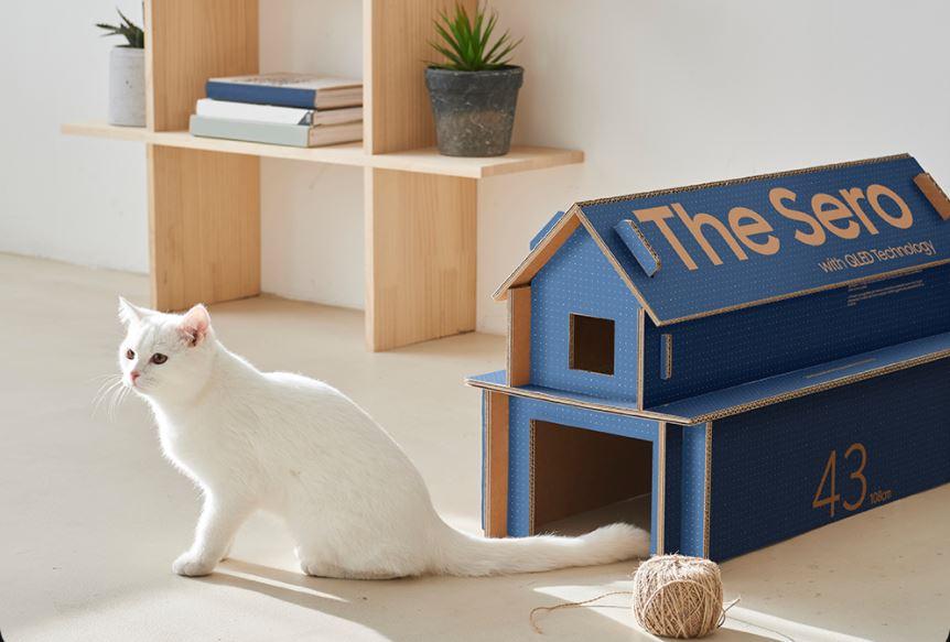 Caixa da The Sero, da Samsung, transformada em casa de gato. Crédito: Samsung