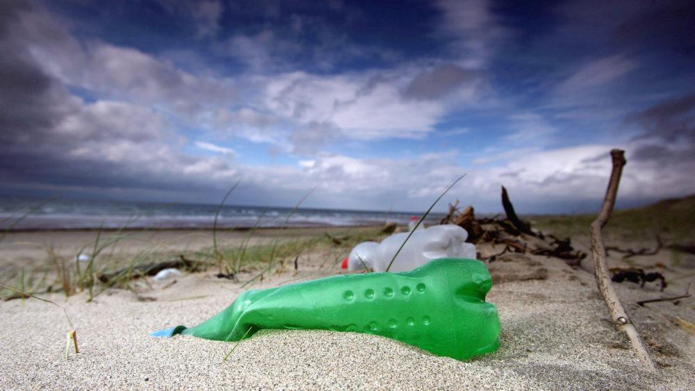 Mais de 58 milhões de toneladas de plástico podem parar nos oceanos até o final de 2030