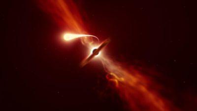 Imagem levemente avermelhada. No centro, um buraco negro representado por um círculo preto. Ele está parcialmente encoberto por uma forma comprida um pouco menos escuro. Uma estrela, representada por um círculo claro, está à esquerda do buraco negro. Dessa estrela sai um feixe de luz que vai ficando cada vez mais fino e segue em direção ao buraco negro.