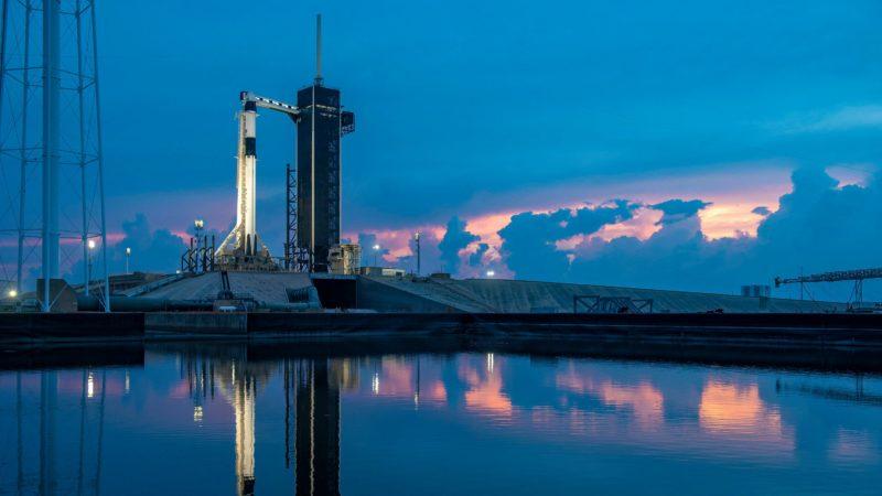 Imagem fornecida pela SpaceX do foguete Falcon 9 no Kennedy Space Center, em 26 de maio de 2020, no Cabo Canaveral, na Flórida. Crédito: SpaceX/Divulgação (Getty Images)
