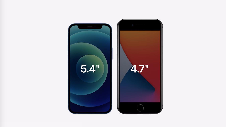 iPhone 12 mini ao lado de um iPhone SE 2020