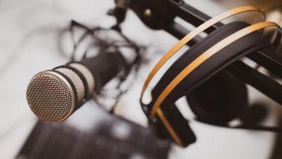 Microfone. Crédito: Jonathan Farber/Unsplash