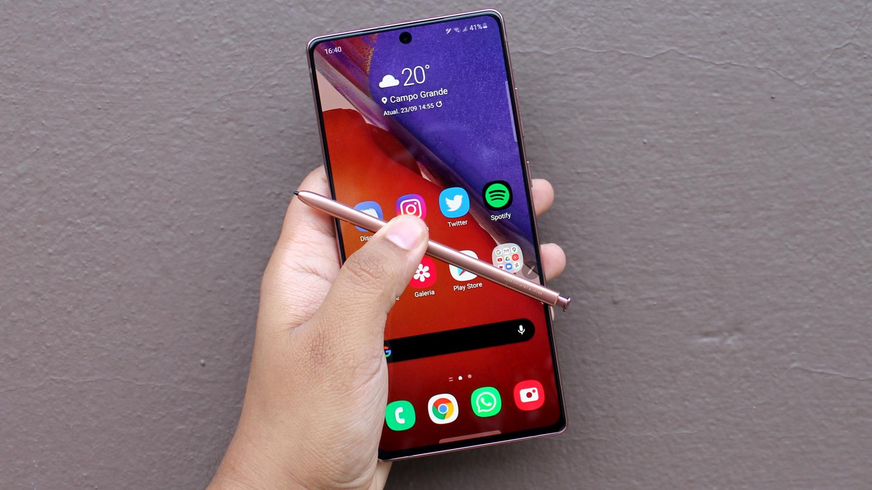 Galaxy Note 20 Ultra com canetinha à mostra