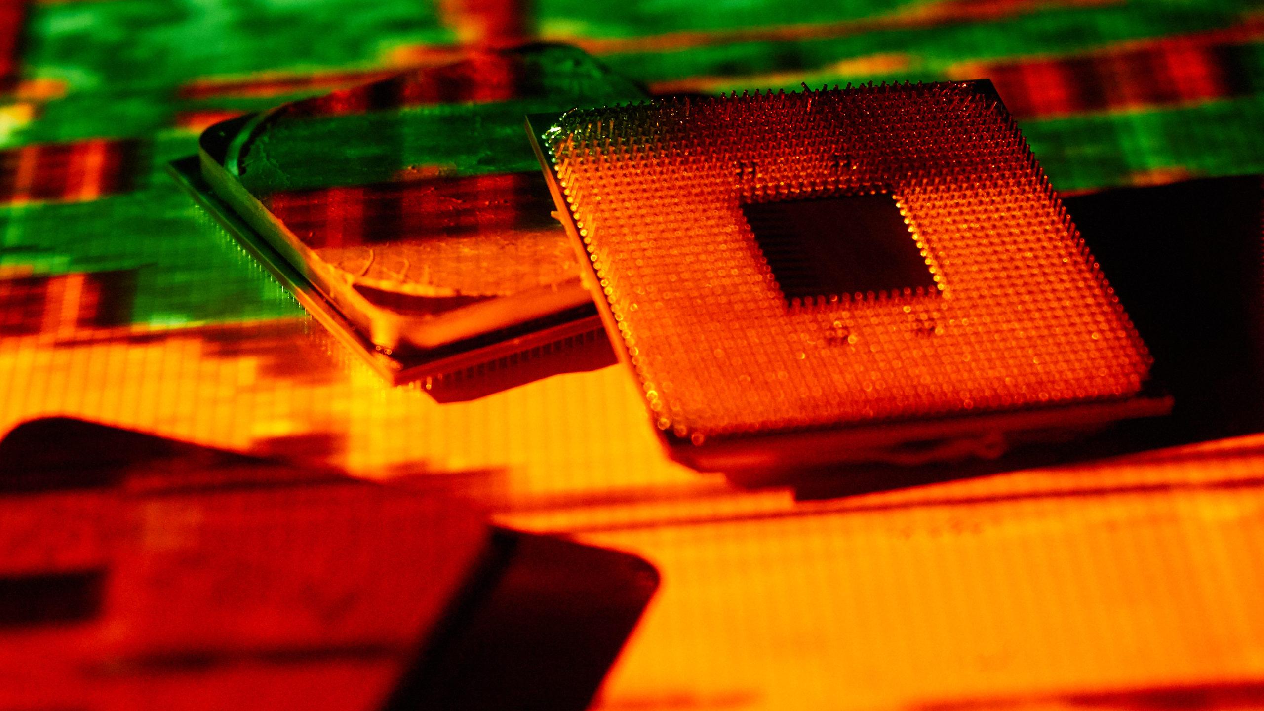 Pinos dobrados de processadores AMD. Crédito: Alex Cranz/Gizmodo