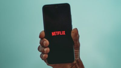 Netflix streaming. Imagem: Sayan Ghosh (Unsplash)