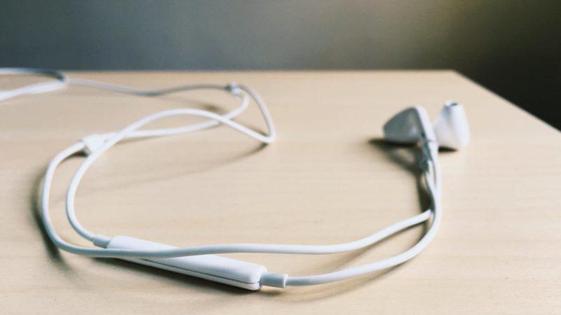 Apple fones de ouvido EarPods. Imagem: Canonicalized