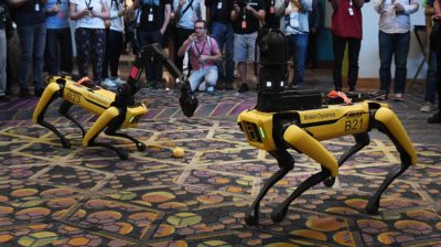 Cão-robô Spot da Boston Dynamics. Imagem: Mark Ralston / AFP (Getty Images)