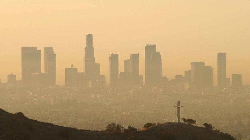 Ar poluído em Los Angeles. Imagem: David McNew (Getty Images)