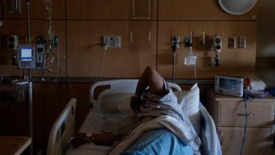 Paciente com COVID-19 em hospital em Illinois. Foto: Jae C. Hong (AP)