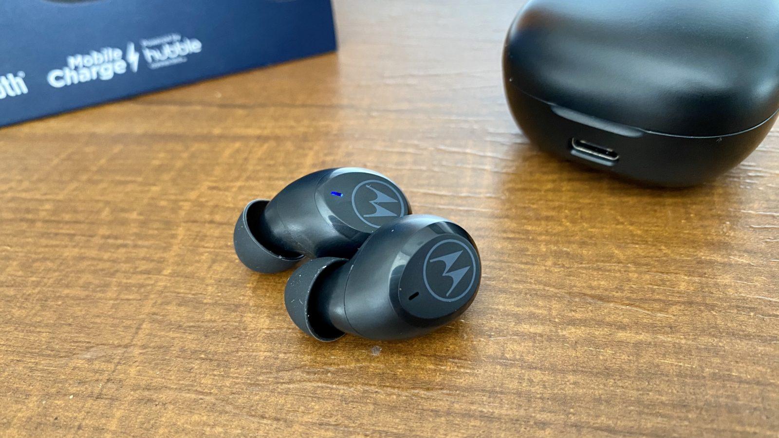 Review Motorola Motobuds Charge. Imagem: Caio Carvalho (Gizmodo Brasil)