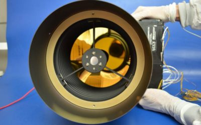 Instrumento L'TES na sala limpa da Arizona State University. Créditos: NASA / ASU