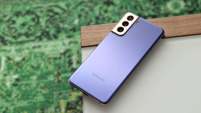 Samsung Galaxy S21. Imagem: Sam Rutherford (Gizmodo)