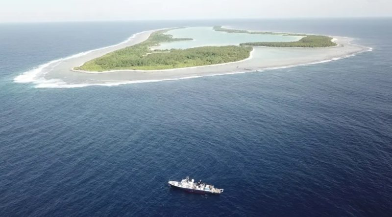 O navio de pesquisa Falkor na Área Protegida das Ilhas Phoenix. Imagem: Schmidt Ocean Institute