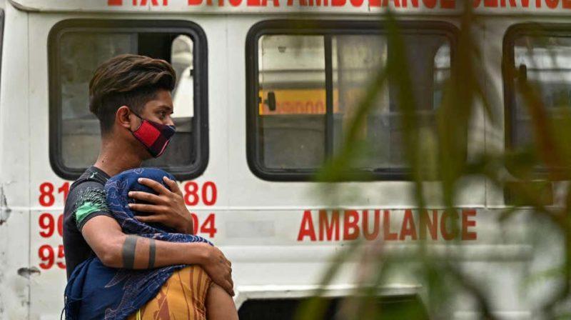 Família chora morte de paciente de Covid-19