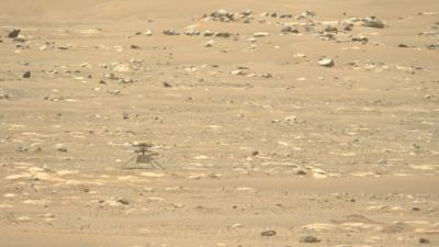 Uma imagem do helicóptero Ingenuity capturado à distância pelo rover Perseverance. Imagem: NASA/JPL-Caltech/ASU