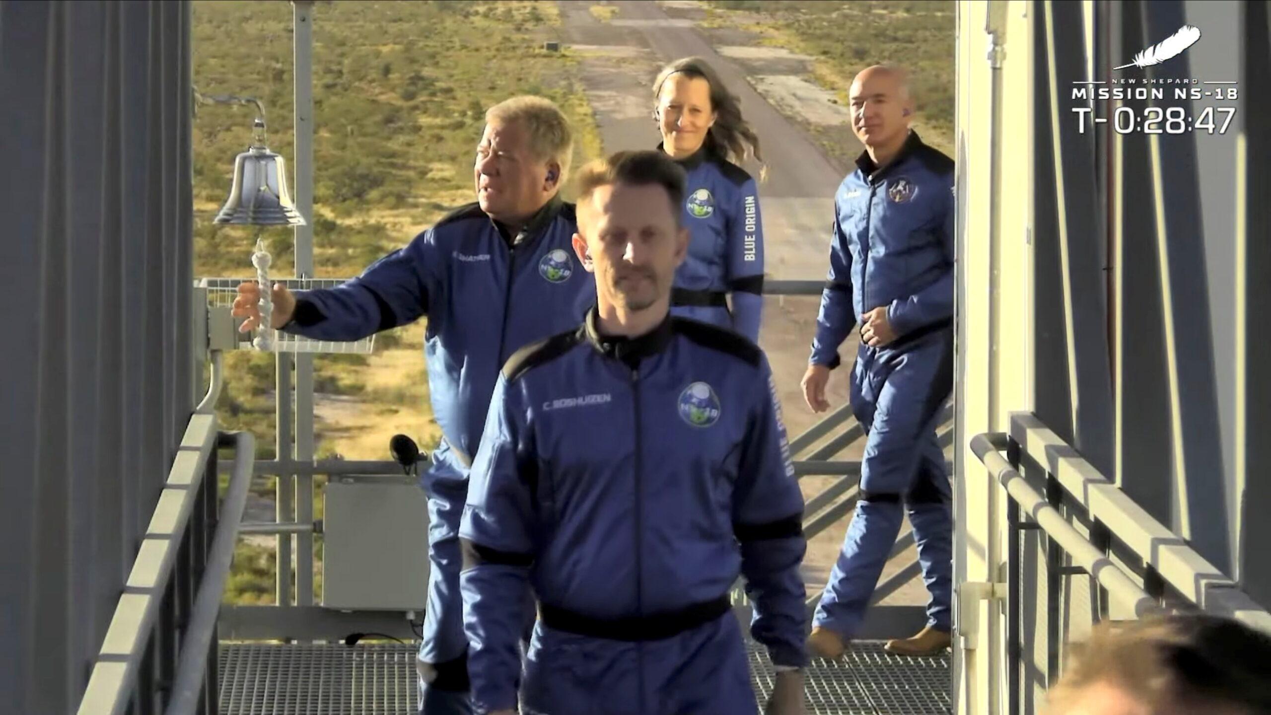 """""""Diferente de tudo que eu já vi"""". Confira as imagens da emocionante viagem do Capitão Kirk ao espaço"""